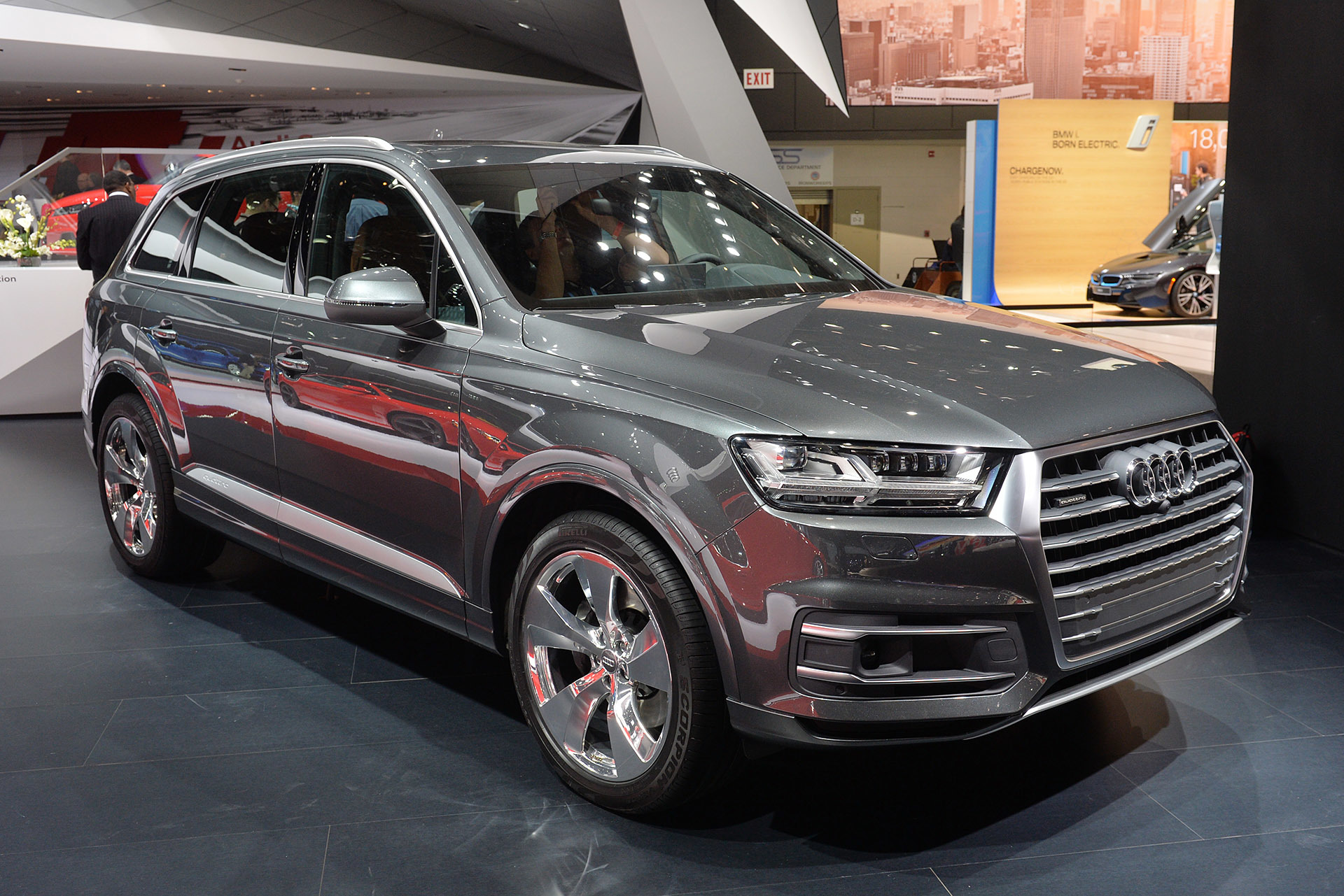 2016 audi q7 unveiled at the 2015 detroit auto show. Black Bedroom Furniture Sets. Home Design Ideas