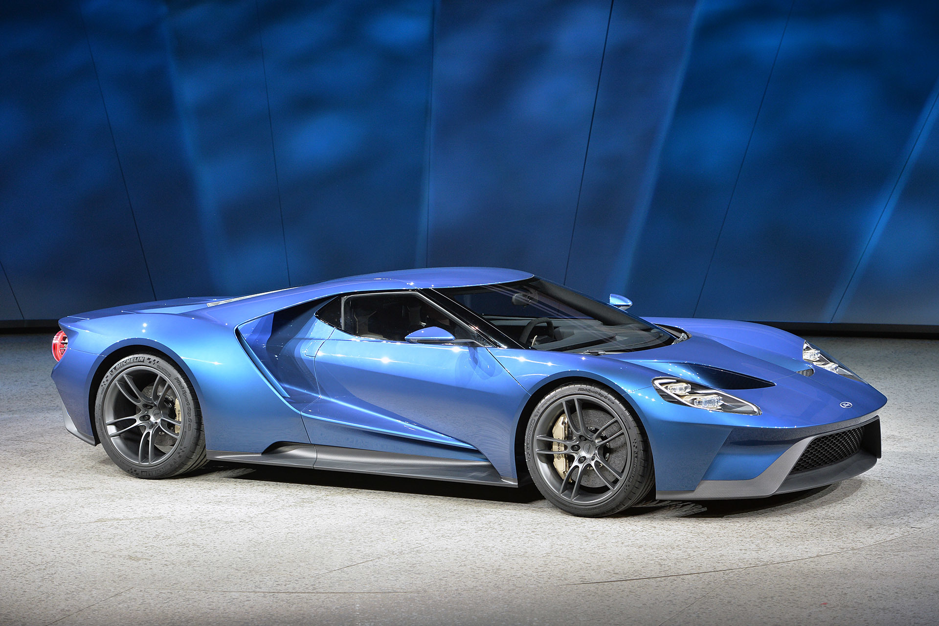 Ford Gt Concept Unveiled At The Detroit Auto Show