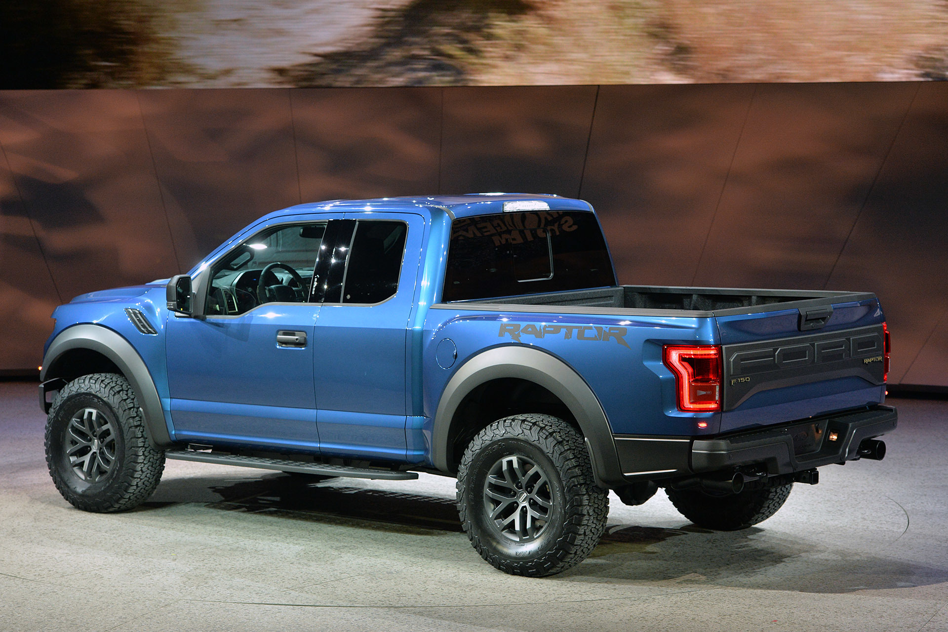 2017 ford raptor revealed at the detroit auto show pakwheels blog. Black Bedroom Furniture Sets. Home Design Ideas