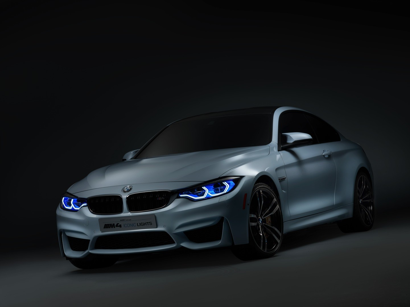 bmw-m4-concept-iconic-lights-brings-intelligent-laser-beams-and-oleds-at-ces-photo-gallery_15