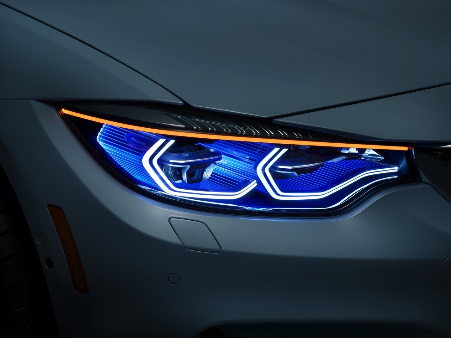 bmw-m4-concept-iconic-lights-brings-intelligent-laser-beams-and-oleds-at-ces-photo-gallery_9