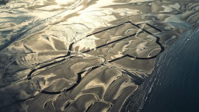 lr-def-rwb-drawing-in-the-sand-070115-05-1