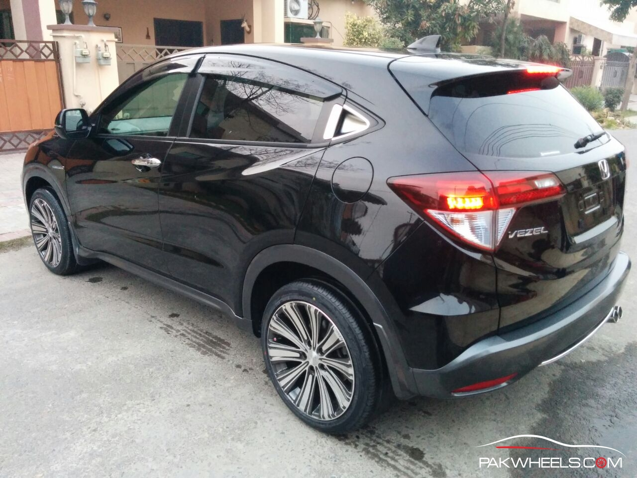 The Difference Between Honda Vezel and Honda HR-V Might Surprise You - PakWheels Blog