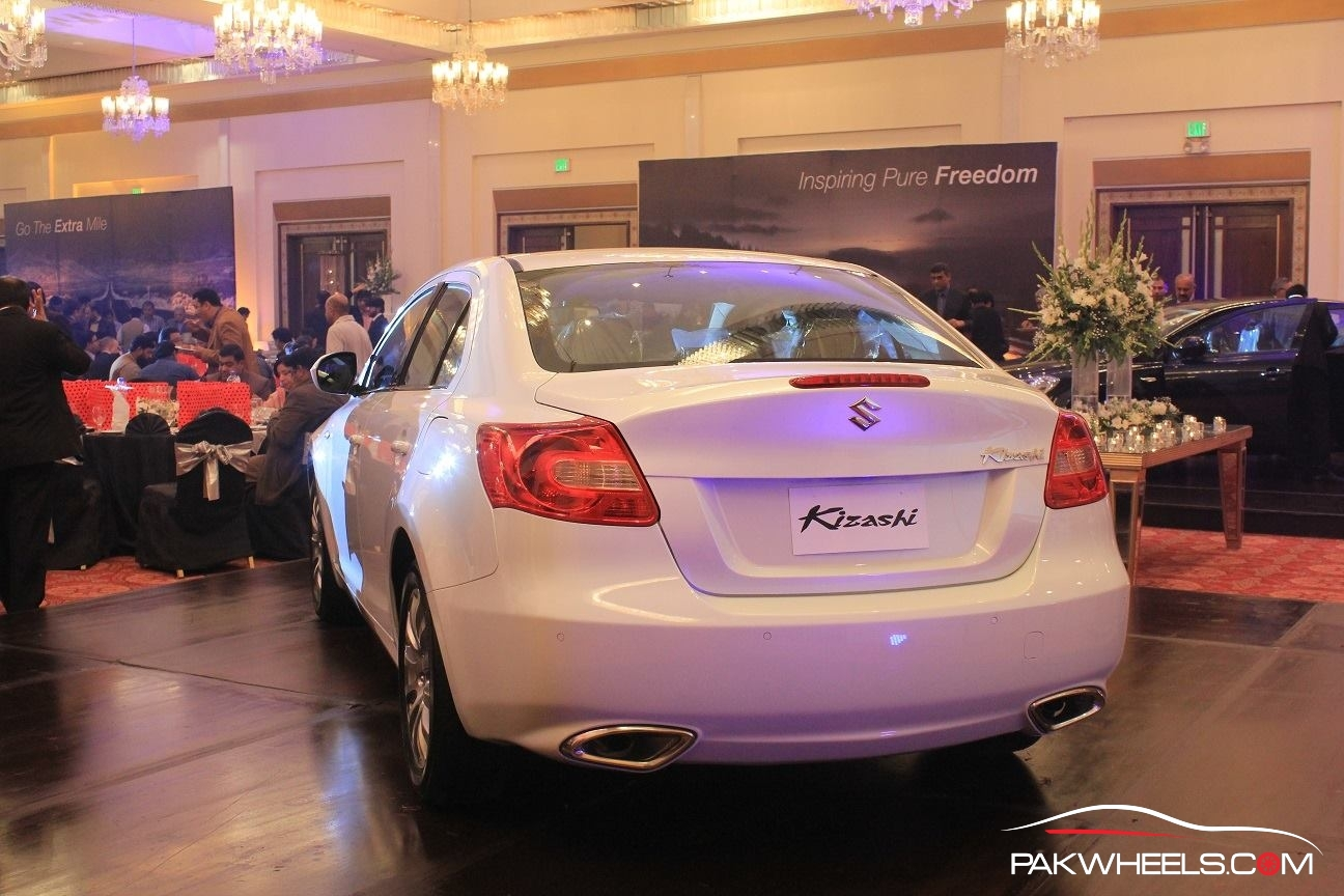 Suzuki Kizashi Officially Launched in Pakistan  (4)