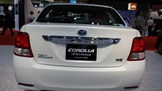 Toyota-Corolla-Axio-Hybrid-rear-1024x682