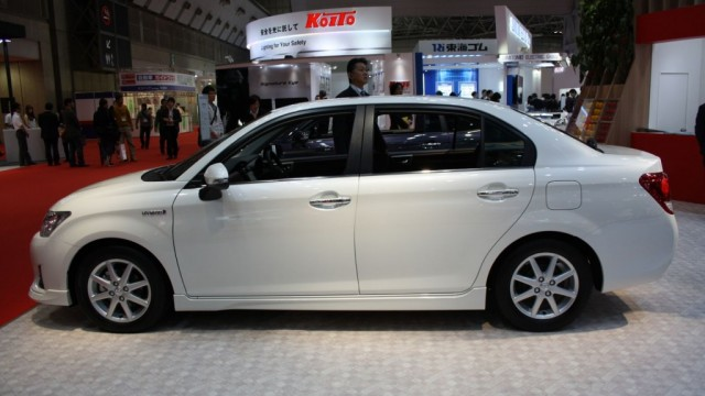 Toyota-Corolla-Axio-Hybrid-side-1024x682