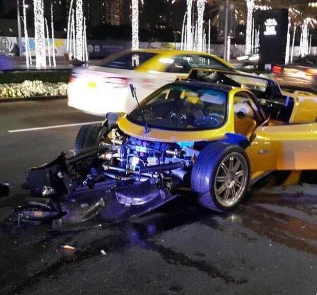 seeing-one-of-only-25-pagani-zonda-f-totaled-might-bring-a-tear-to-your-eye_2