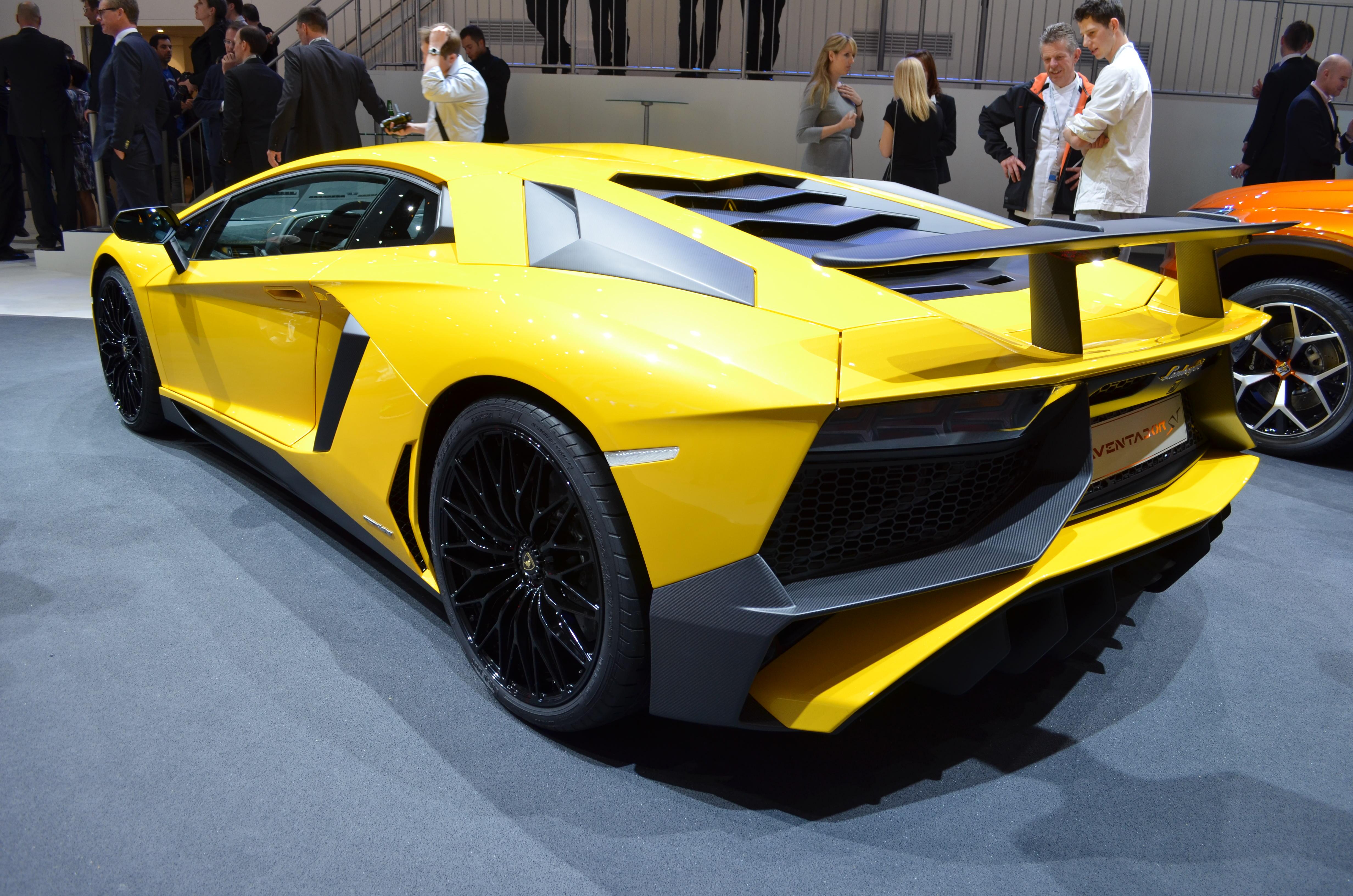 Lamborghini-Aventador-SV-11