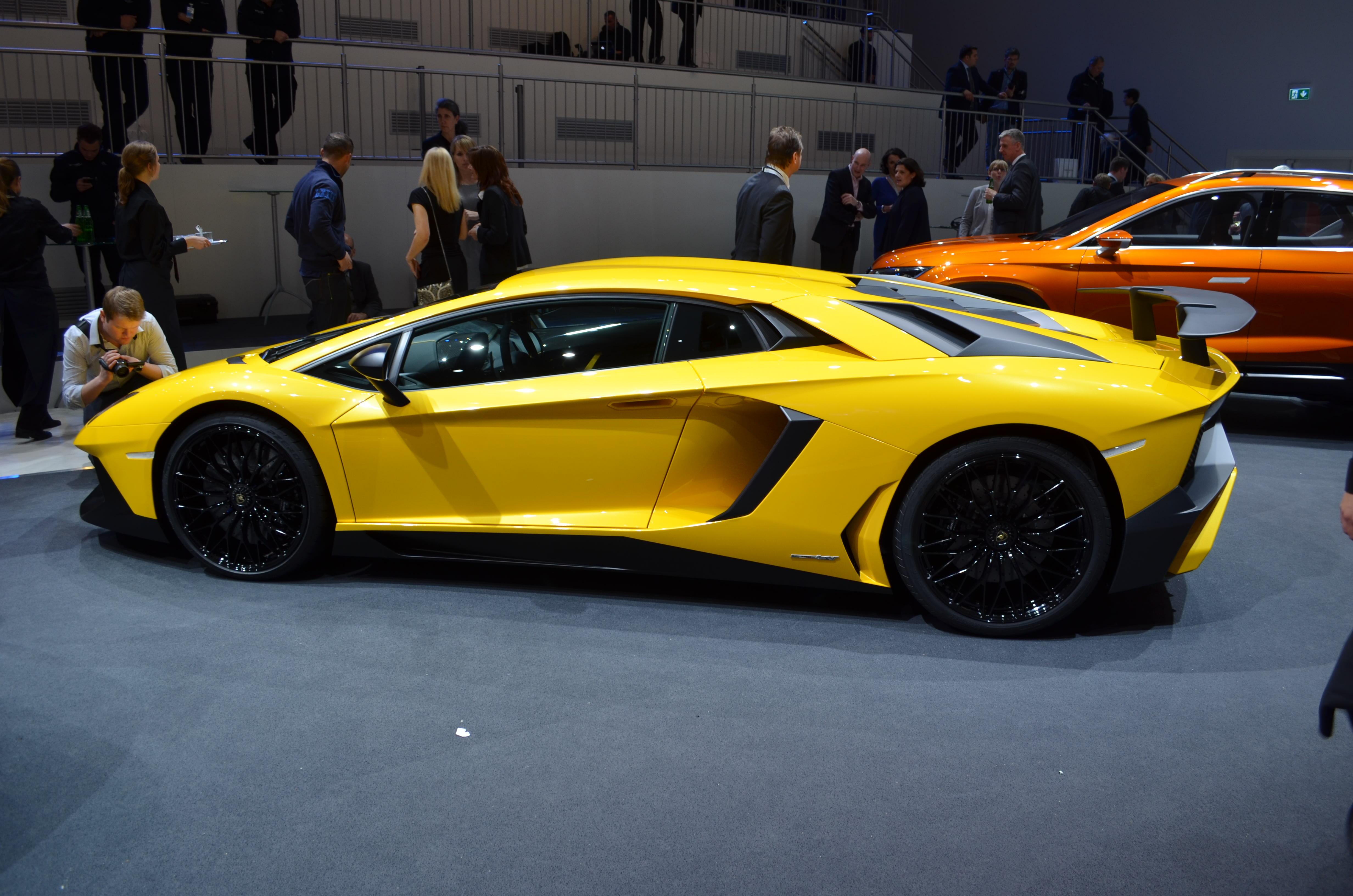 Lamborghini-Aventador-SV-14