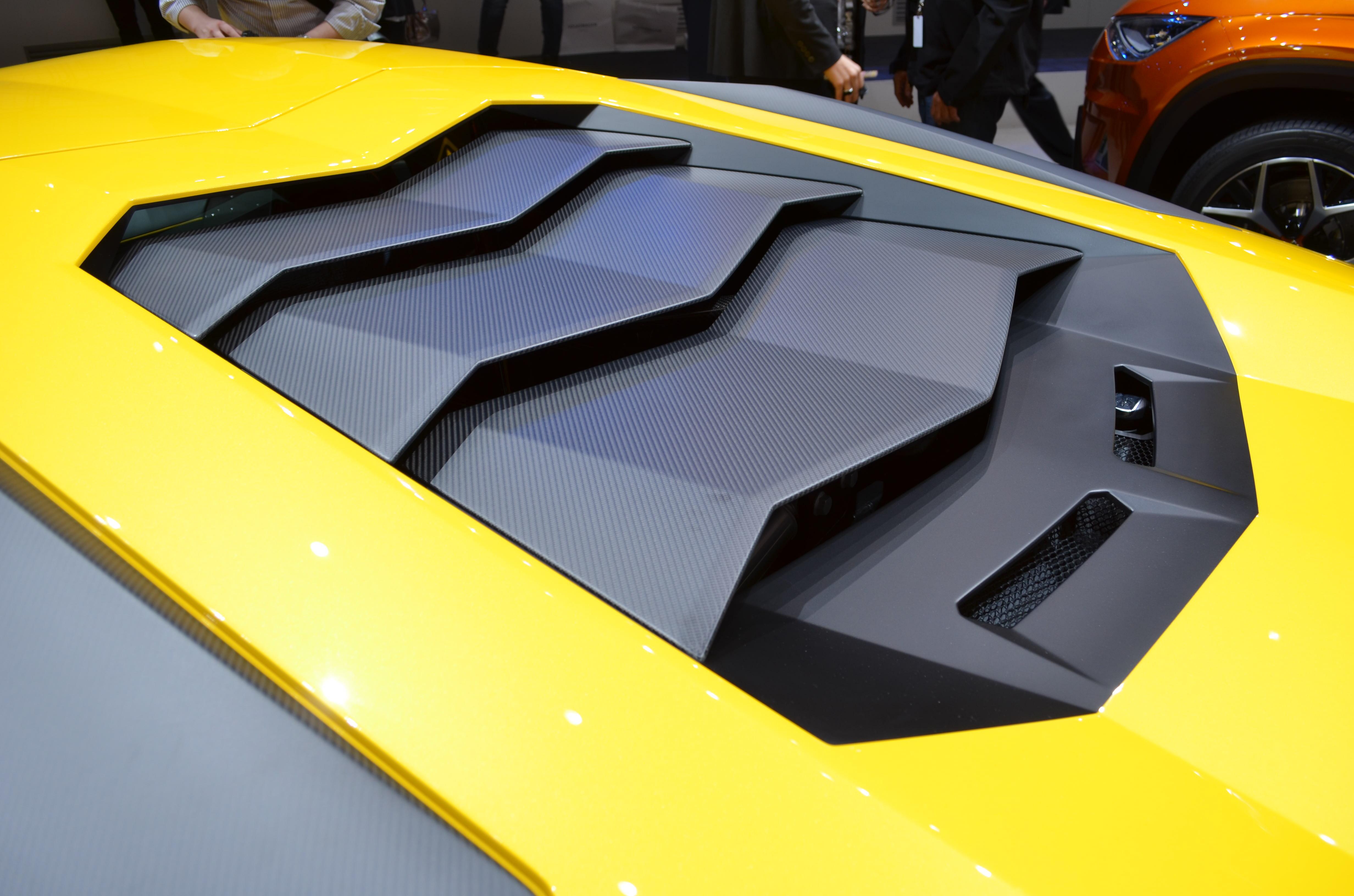 Lamborghini-Aventador-SV-15