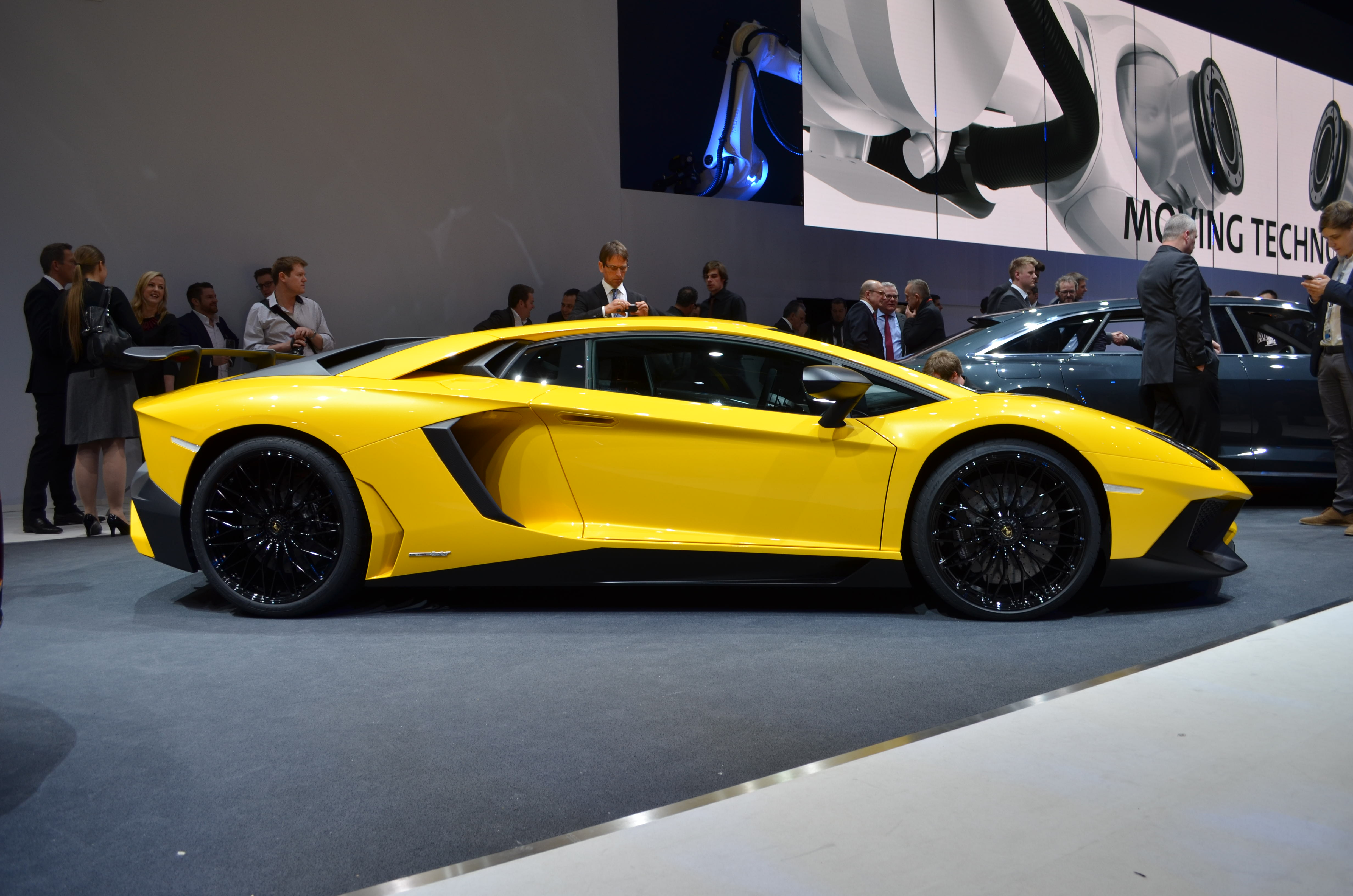 Lamborghini-Aventador-SV-6
