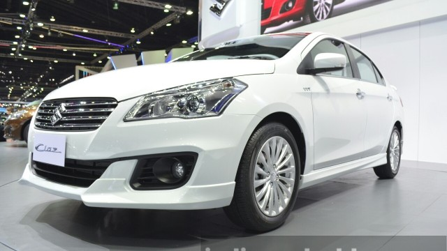 Suzuki-Ciaz-Aero-front-three-quarter-at-the-2015-Bangkok-Motor-Show