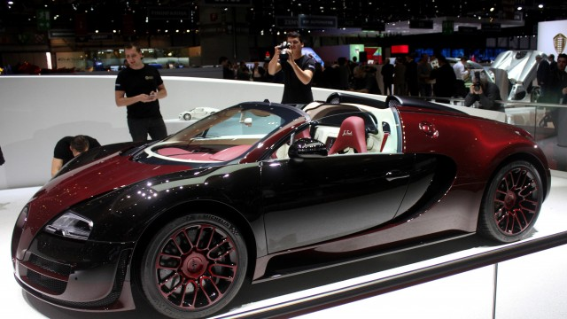 watch how the last bugatti veyron la finale was made pakwheels blog. Black Bedroom Furniture Sets. Home Design Ideas