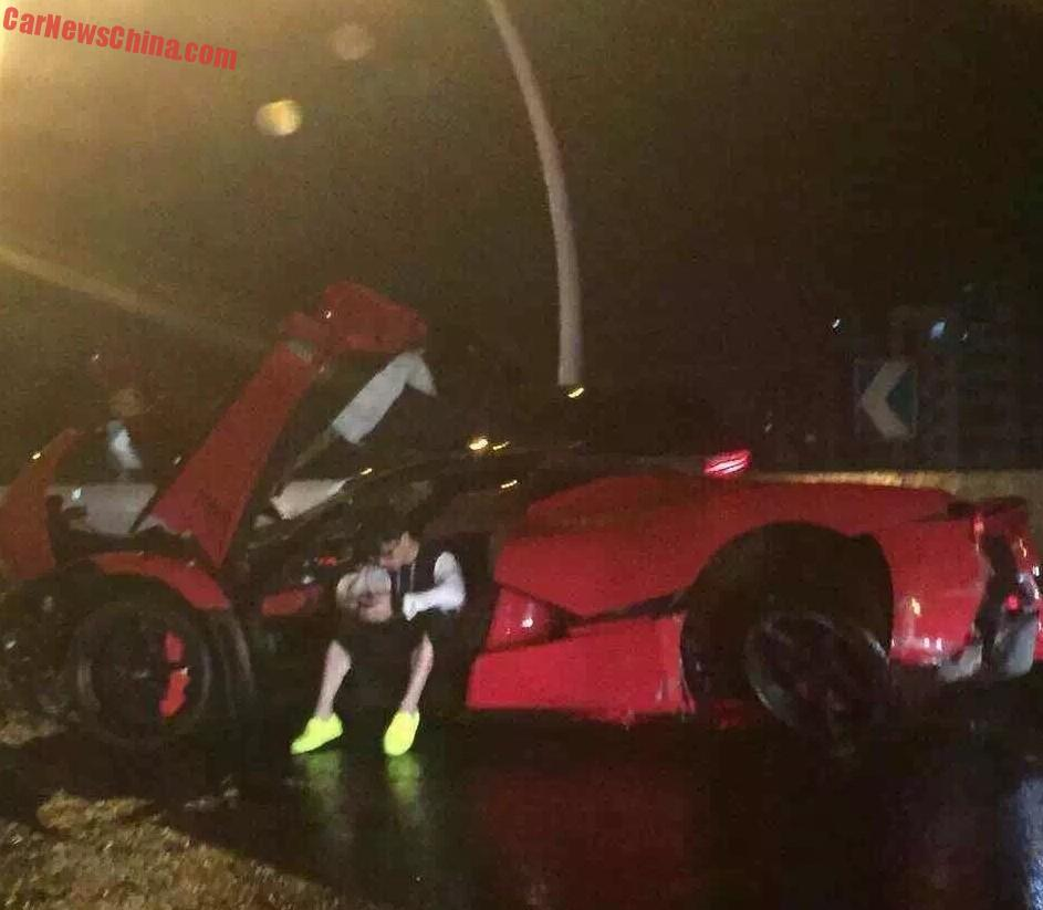 ferrari-laferrari-crash-china-5