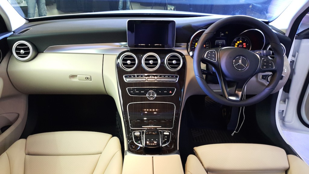 2015-Mercedes-C-Class-Diesel-launch-dashboard-1024x576
