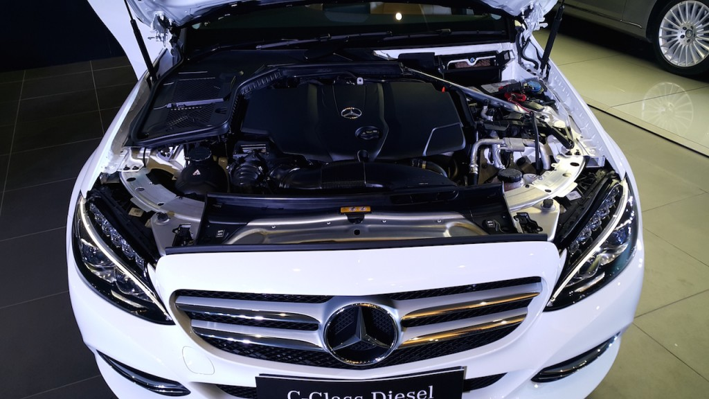 2015-Mercedes-C-Class-Diesel-launch-engine-bay-1024x576