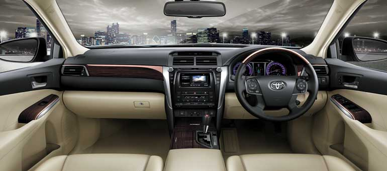 2015-Toyota-Camry-interior-official-image