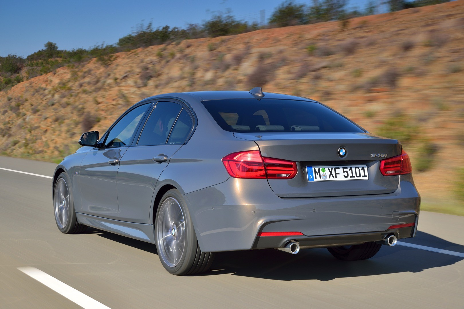 2016-bmw-3-series-facelift-officially-unveiled-with-new-engines-and-plug-in-hybrid_64