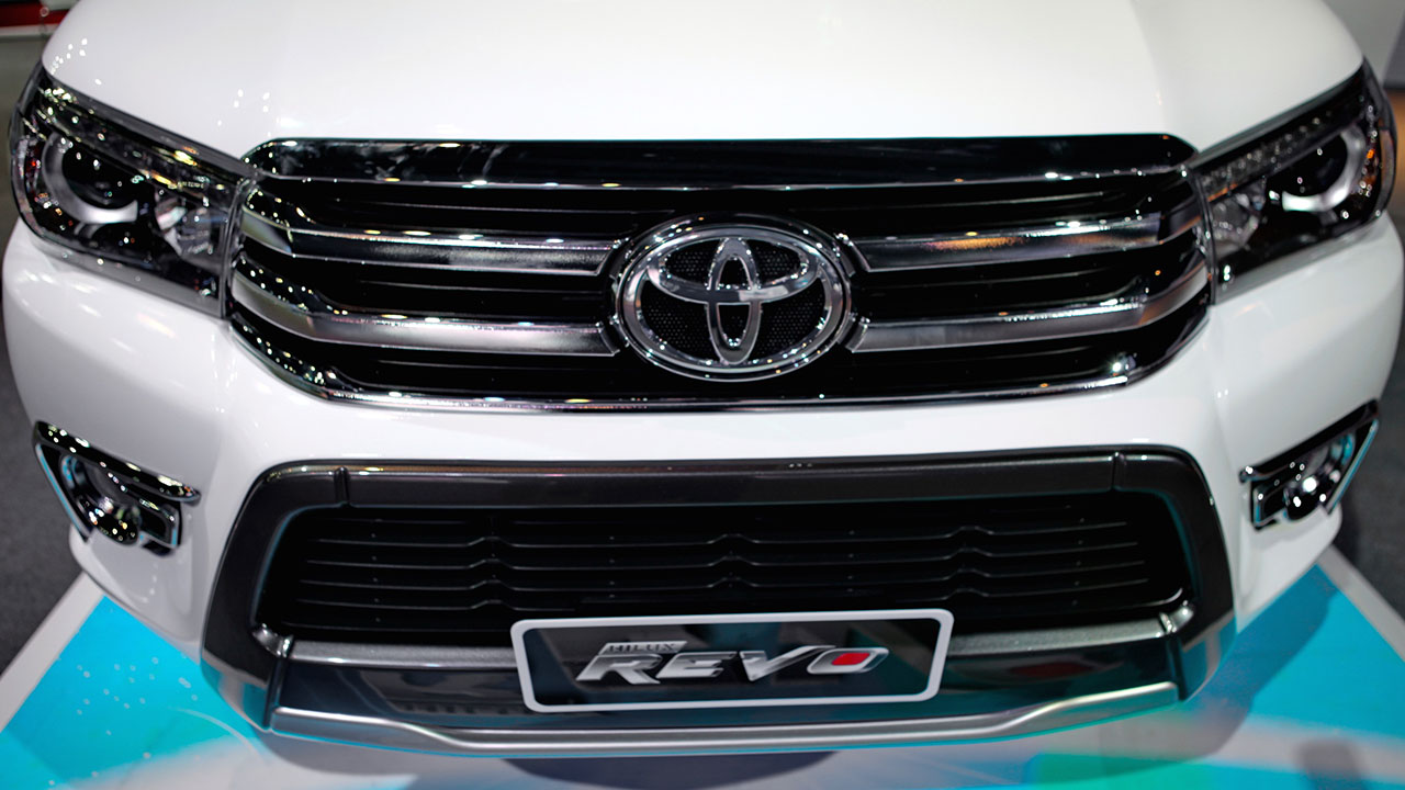 2016 toyota hilux revo officially unveiled in pakistan