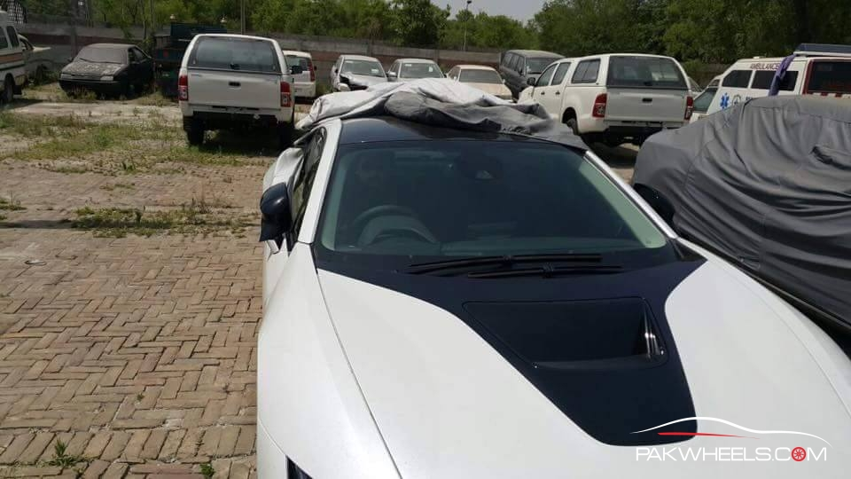BMW i8 in Pakistan  (2)