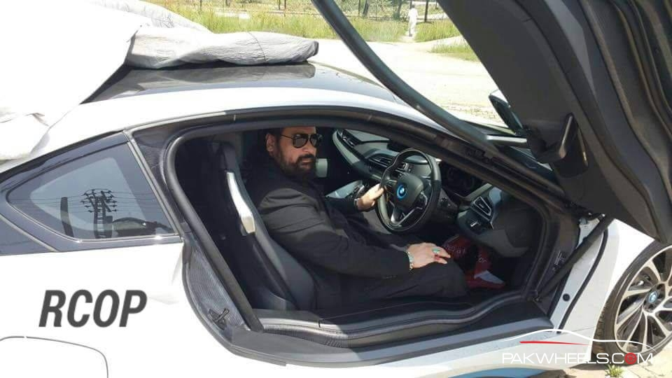BMW i8 in Pakistan  (3)