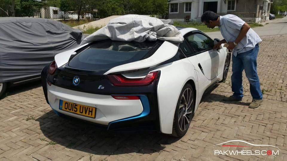 Exclusive Photos First Bmw I8 In Pakistan Pakwheels Blog