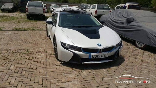 BMW i8 in Pakistan  (9)
