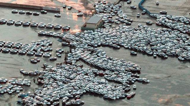 japan_earthquake_tsunami_cars_2011