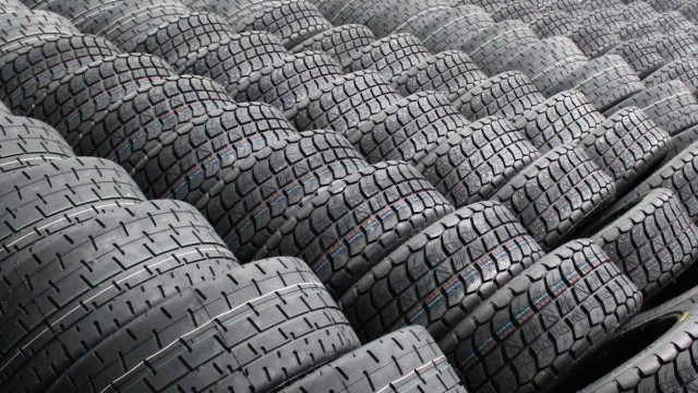 red-flag-wholesale-tyres-e1369658926820