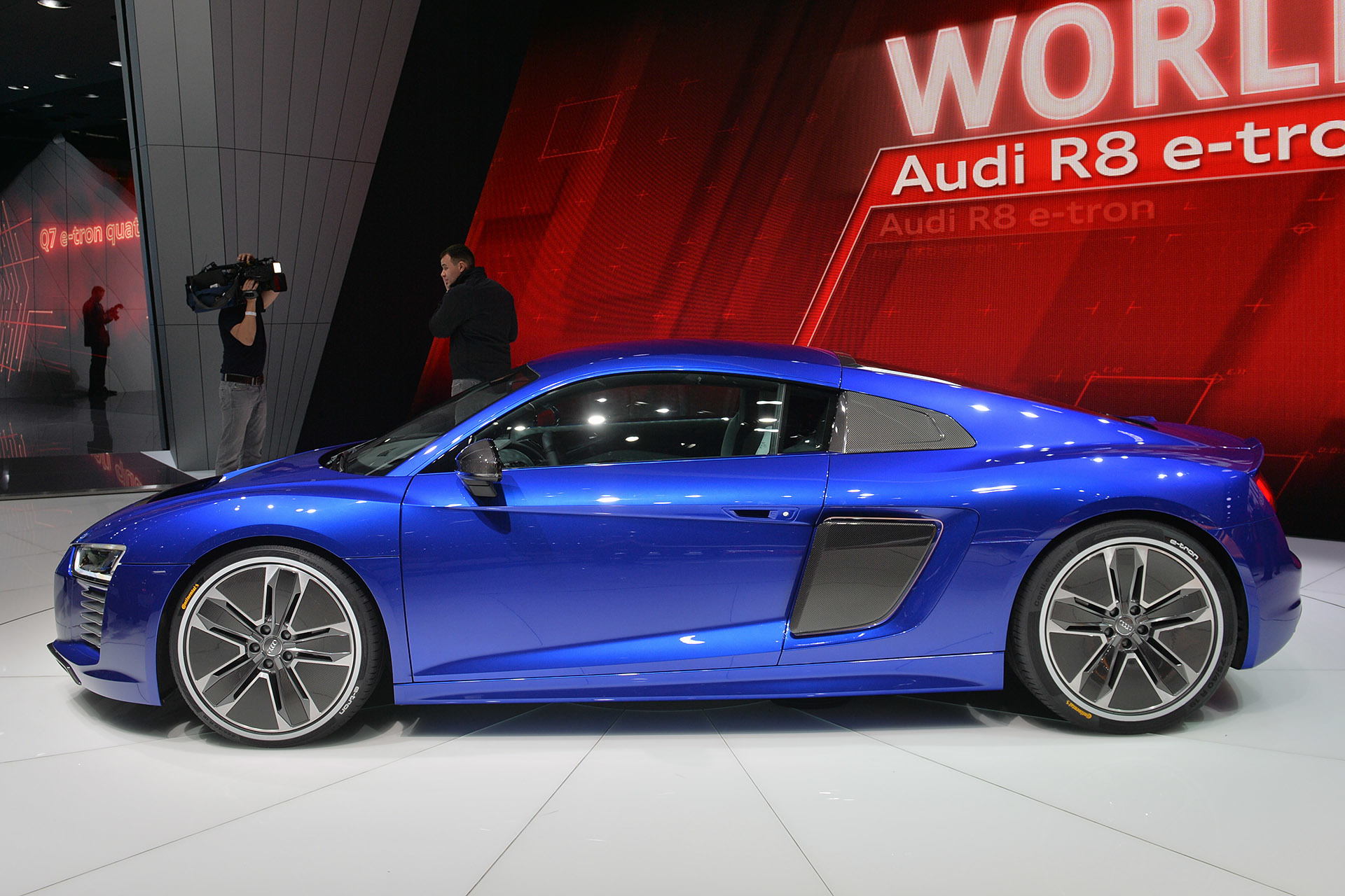 spotted audi r8 e tron lapping the n rburgring pakwheels blog. Black Bedroom Furniture Sets. Home Design Ideas