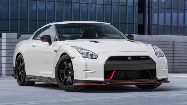 Nissan-GT-R_2015