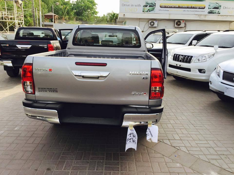 The 2016 Toyota Hilux Revo Makes Its Way To Pakistan Pakwheels Blog