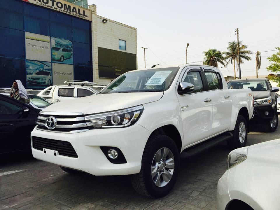 Toyota-hilux-revo1
