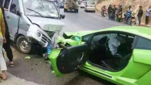 lambo-crash-china-galvan-2-660x566