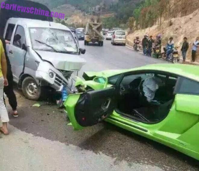 Lambo-crash-china-galvan-2-660x566