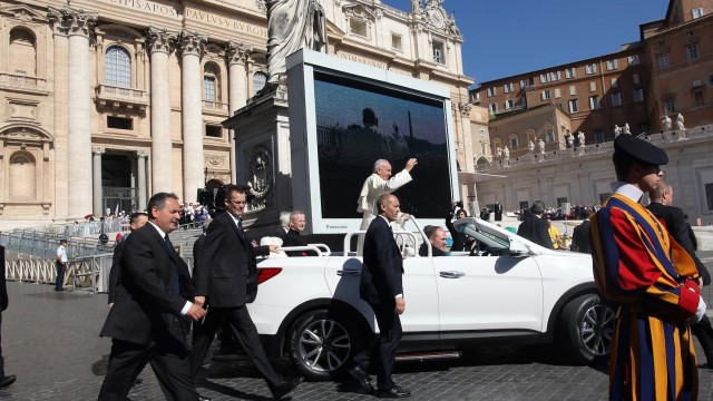 popemobile-side-1000