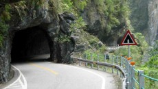 1312624337_taroko-gorge-road-tayvan2