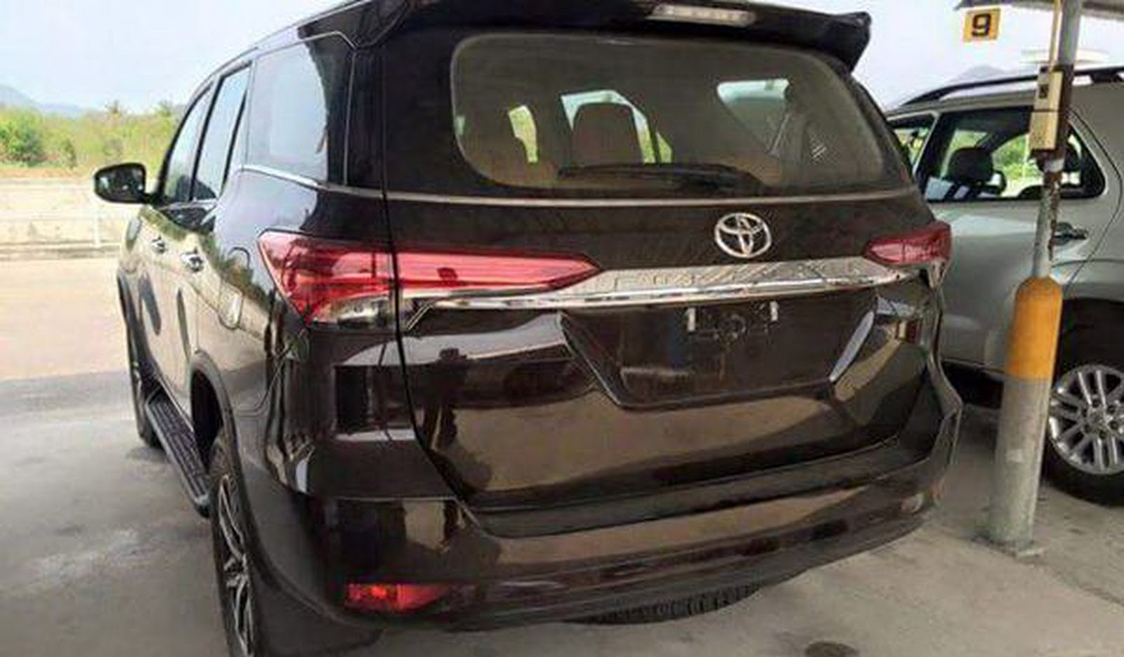 2016-Toyota-Fortuner-3