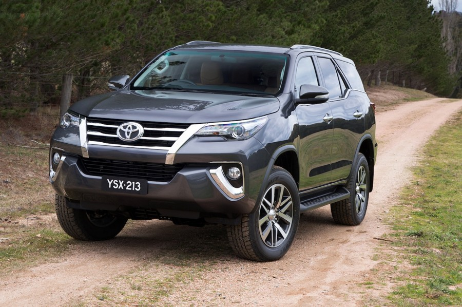 2016-Toyota-Fortuner-grille-revealed-Australian-spec-900x598