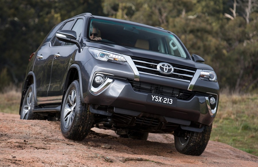 2016-Toyota-Fortuner-off-road-revealed-Australian-spec-900x584