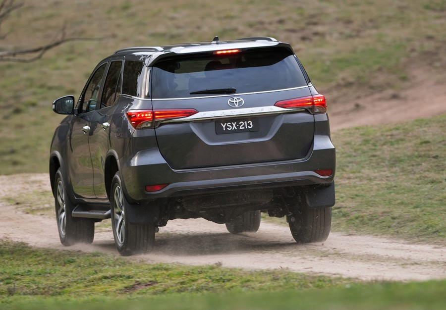 2016-Toyota-Fortuner-rear-revealed-Australian-spec-900x626