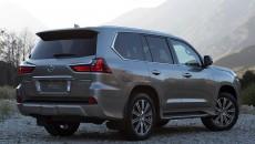 2016-Lexus-LX-570-2