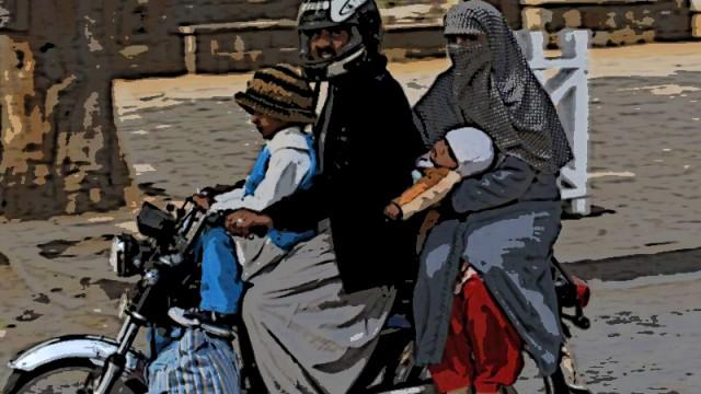 Motoryclist-pillion-riding