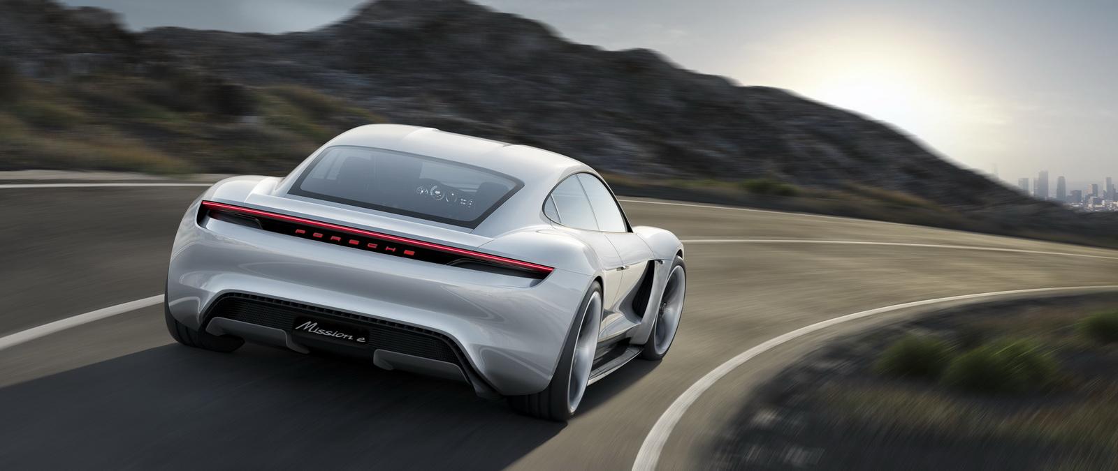 2015-PorscheMissionE-03