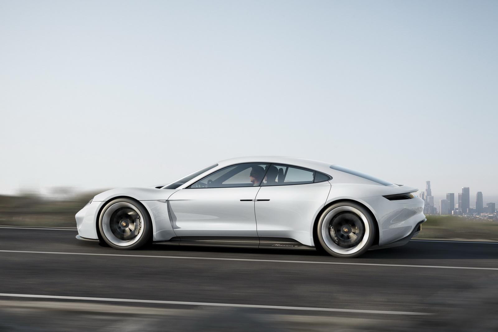 2015-PorscheMissionE-04