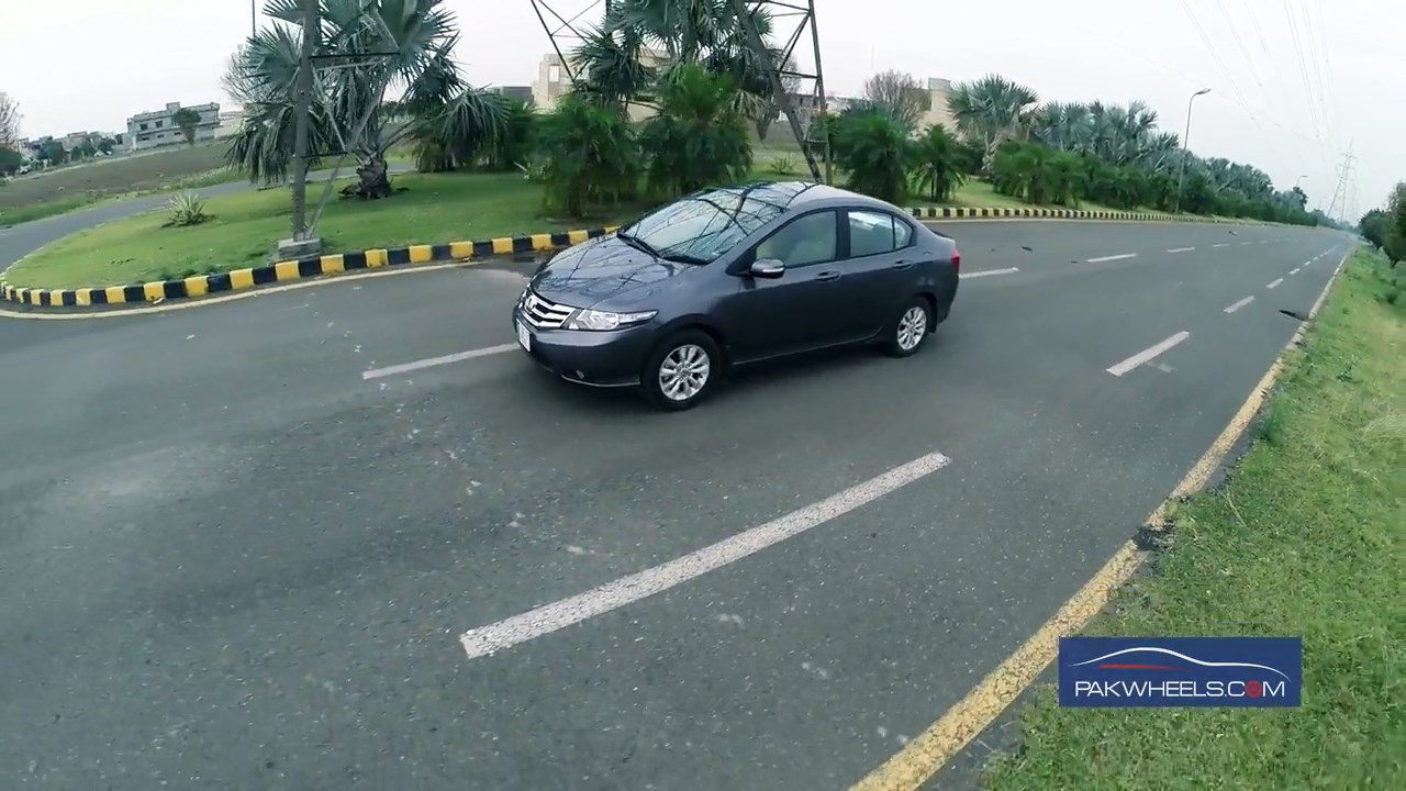 Honda City Review by PakWheels  (41)