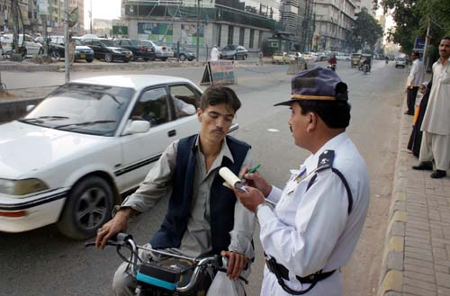 Here's How You Can Get A Driving License In Karachi