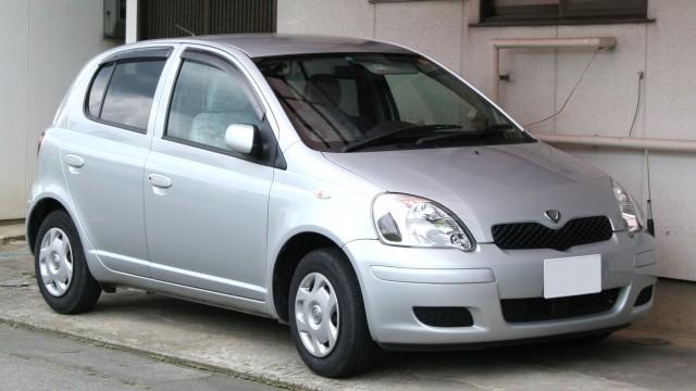 1999-2001_Toyota_Vitz