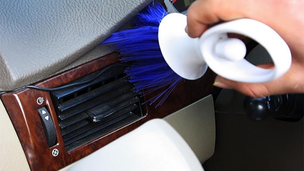 cleaning-brush-for-car-dashboard