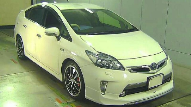 toyota-prius-g-touring-selection-leather-package-1-8-2012